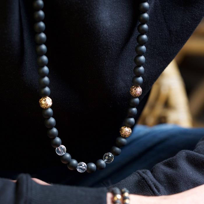 گردنبند طلا سنگی سه گوی طرحدار