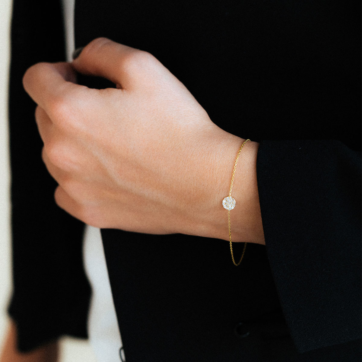 دستبند طلا دایره کوچک نگین دار