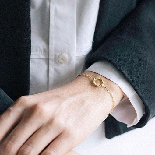 دستبند طلا دایره کوچک دور نگین