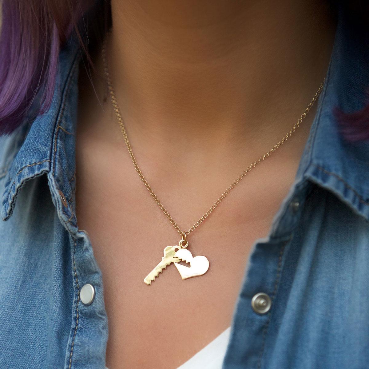 گردنبند طلا قلب و کلید 2