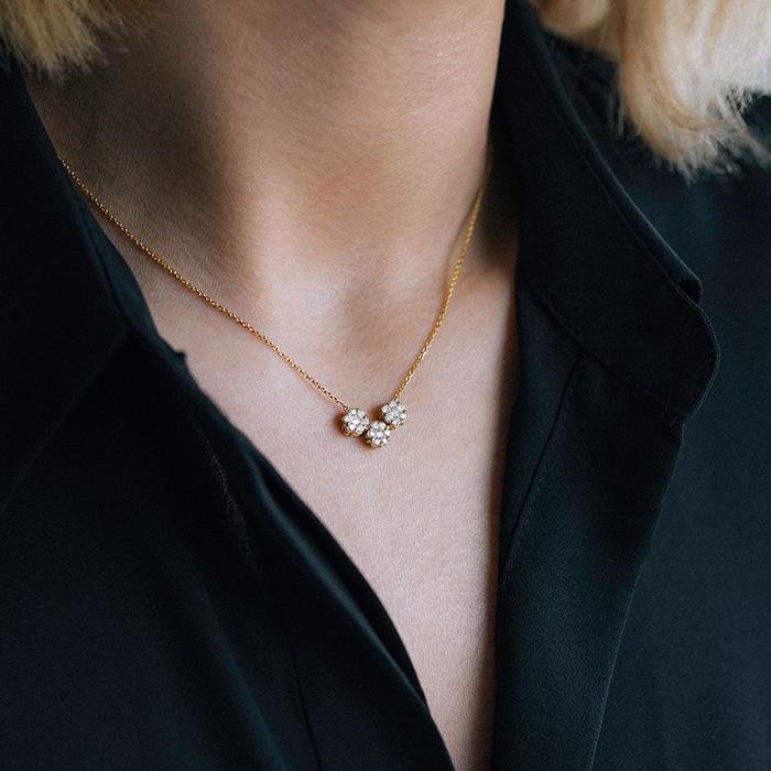 گردنبند طلا فلاوِر V (وی)
