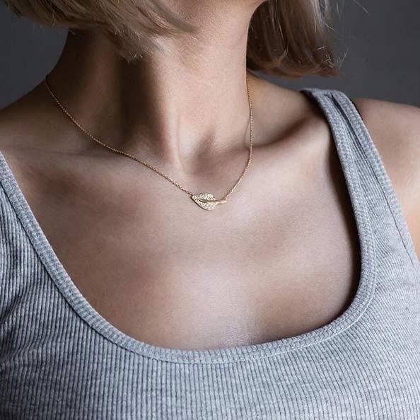 گردنبند طلا برگ نگین دار