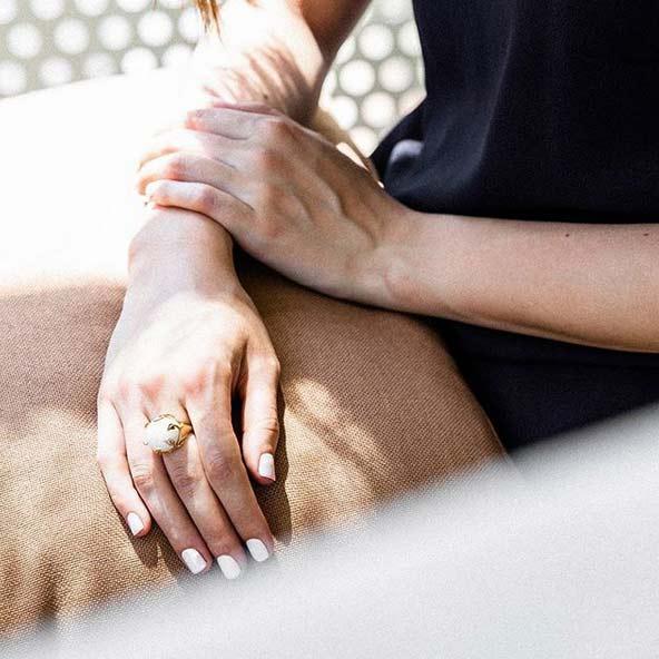 انگشتر طلا (سنگ ماه ) Moonstone