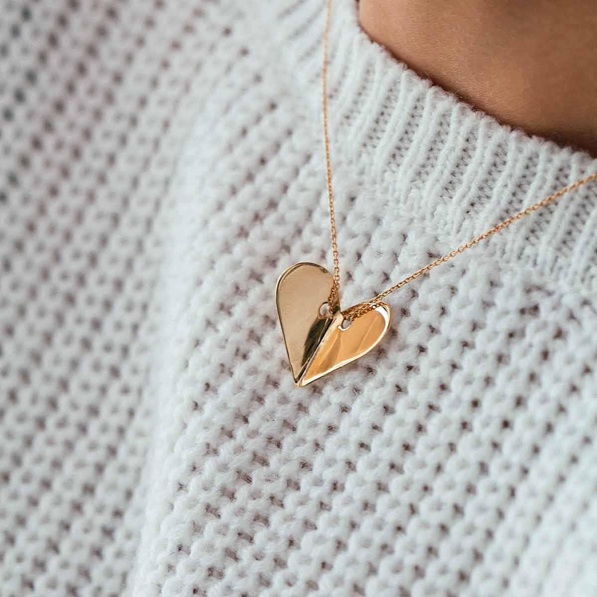 گردنبند طلا قلب پرسته