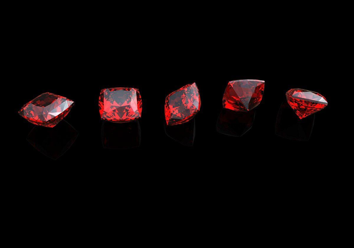 آشنایی با سنگ ماه تولد تیر ؛ یاقوت سرخ و گارنت