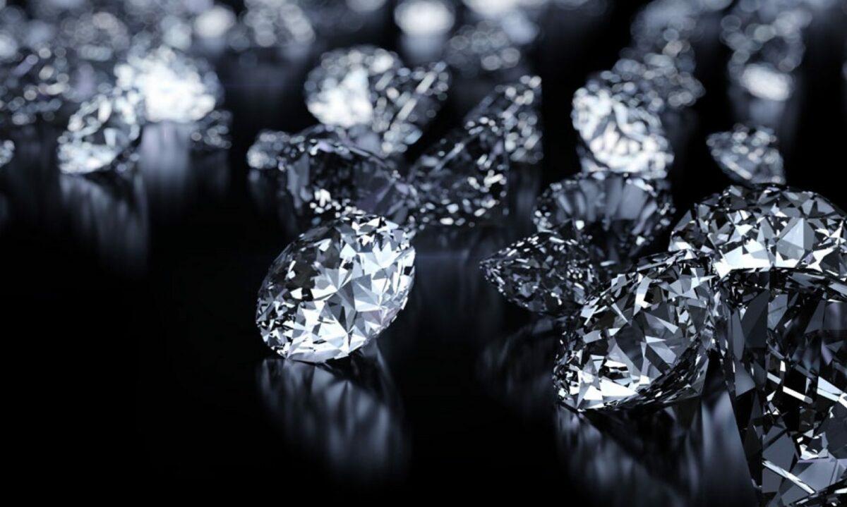 آیا میدانید الماس های بدلی چه جنسی دارند؟