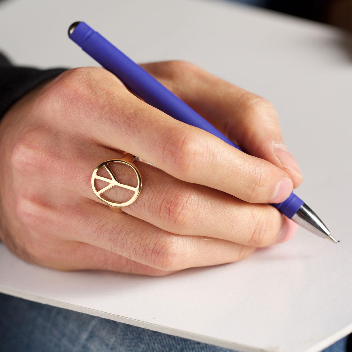 اصول و قواعدی که مردها باید در مورد استفاده از جواهرات بدانند