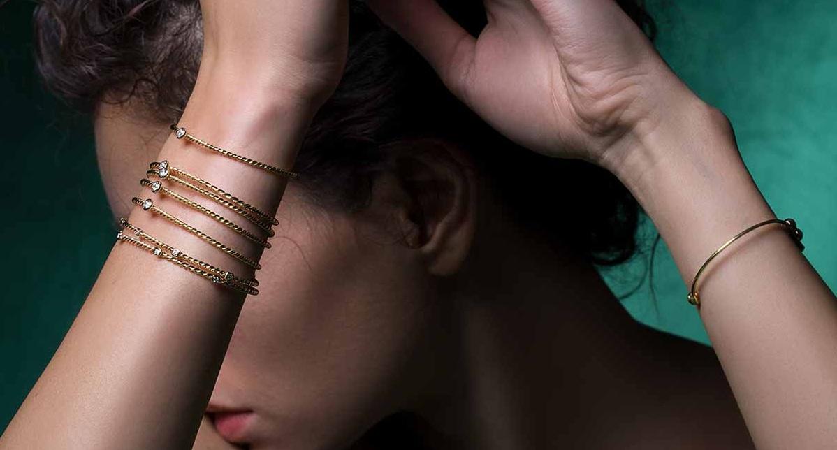 آیا میدانستید که نباید دستبند را به دست چپ بست؟