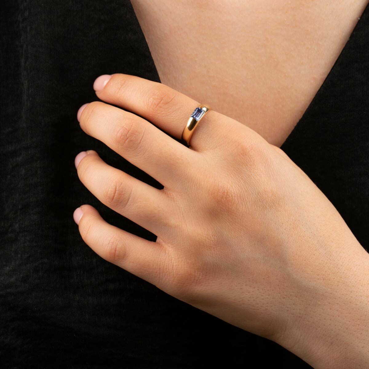 انگشتر طلا دامله نگین باگت آبی