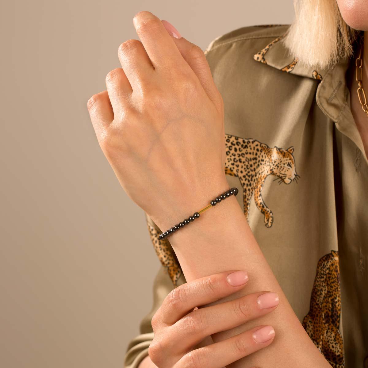 دستبند طلا سنگی استوانه و حدید تیره