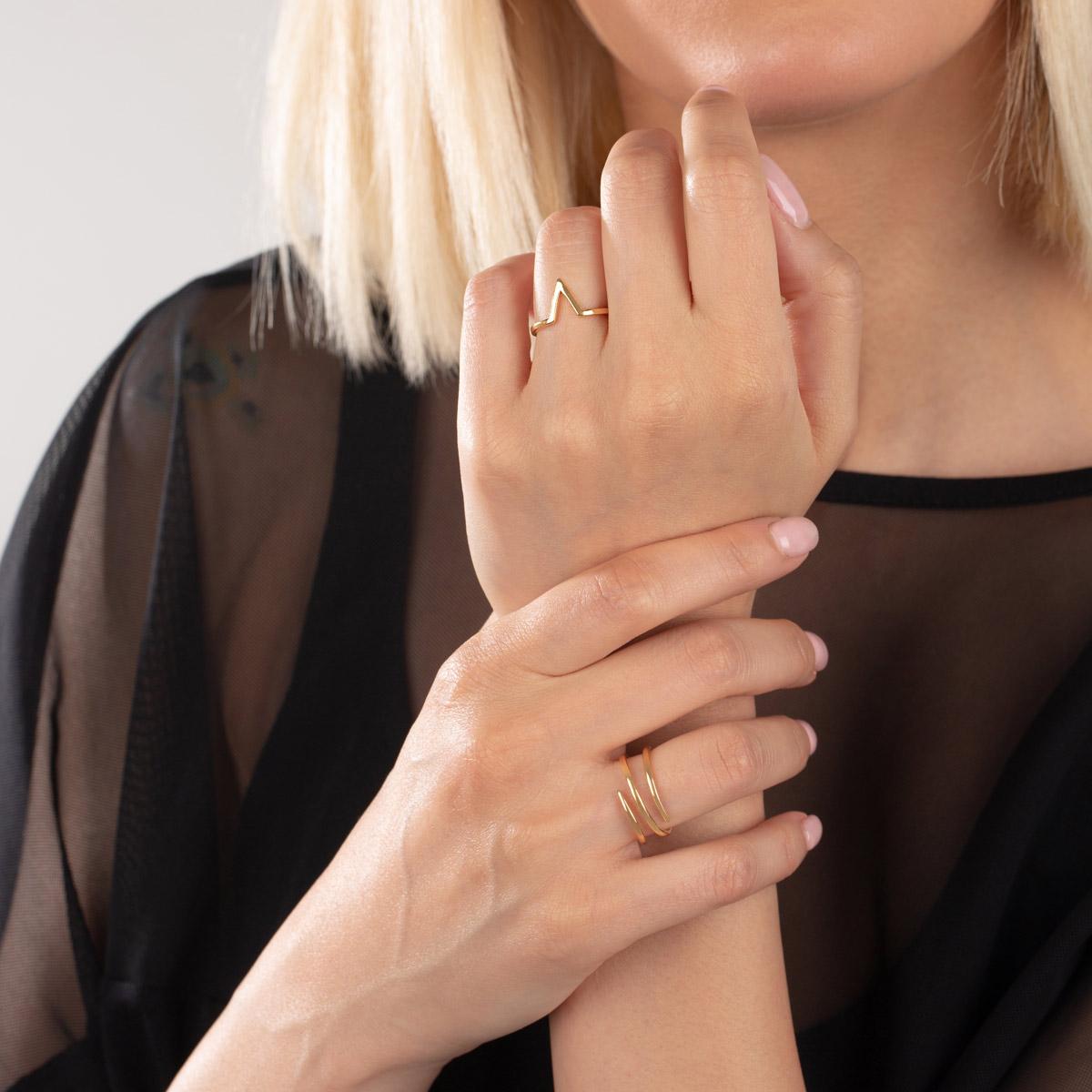 انگشتر طلا حرف V