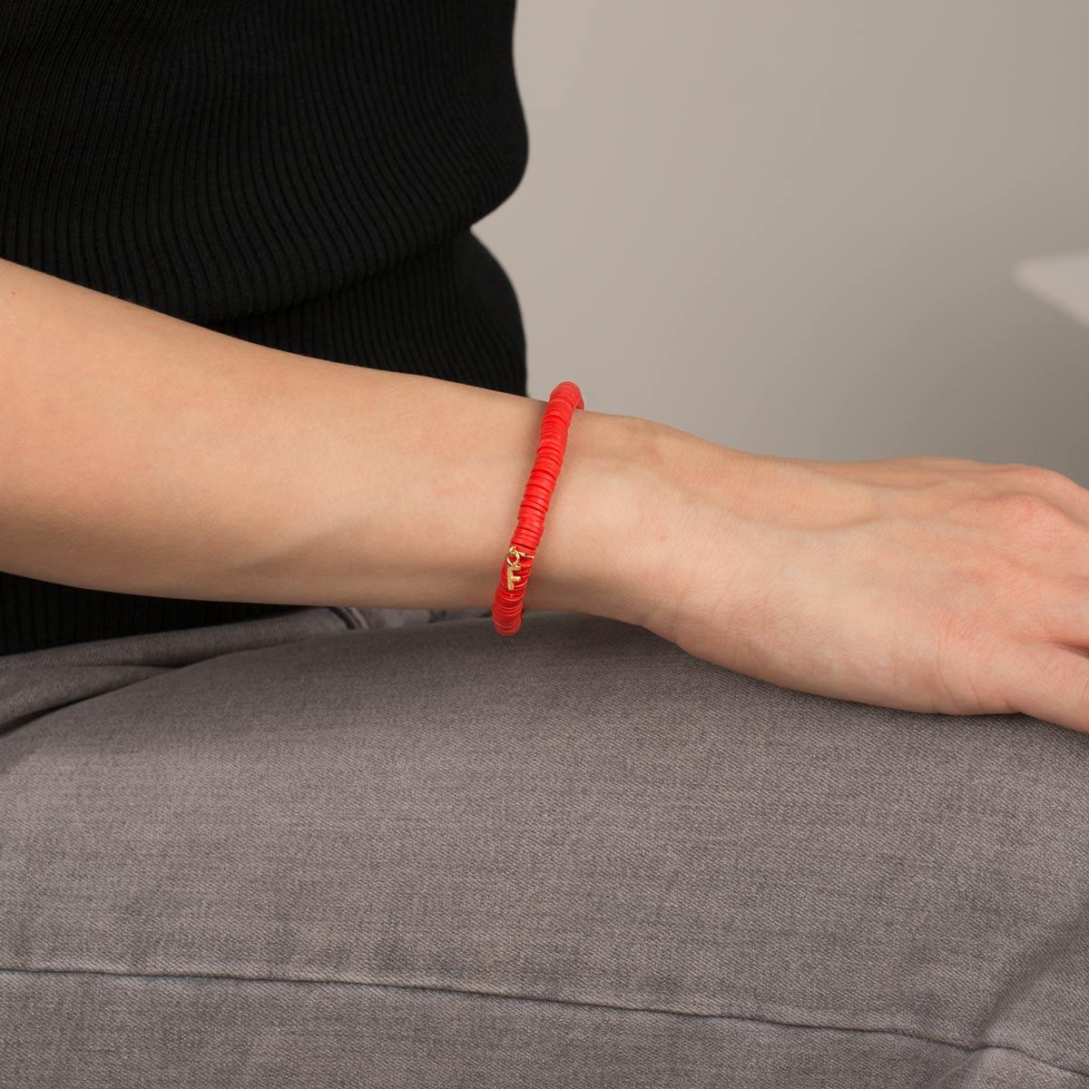 دستبند طلا سنگی حرف F فیمو قرمز