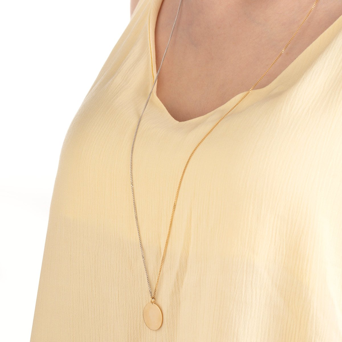 گردنبند طلا دایره حکاکی بزرگ و کارتیه